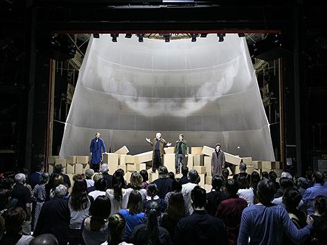 """Szenenfoto Aufführung """"Das Alte Testament"""" im Grazer Schauspielhaus"""
