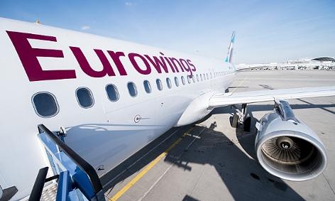 Ein Airbus 320 von Eurowings auf dem Rollfeld des Flughafen München