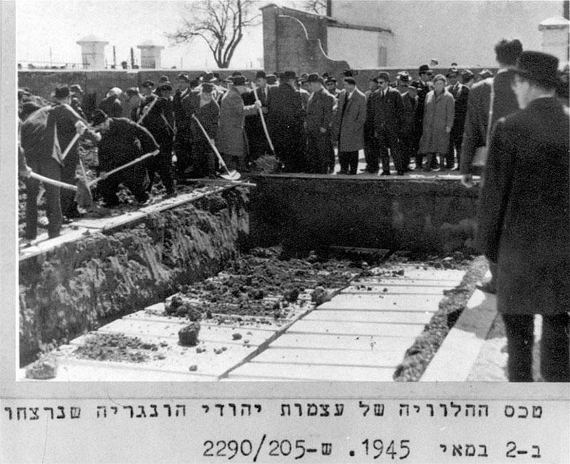 Umbettung der Ermordeten 1964 auf den jüdischen Friedhof in St. Pölten