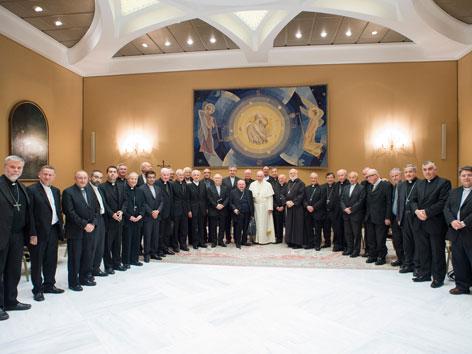 Papst Franziskus mit chilenischen Bischöfen