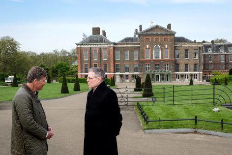 Aus dem Rahmen  Karl, Harry und die Queen - Zu Besuch in London