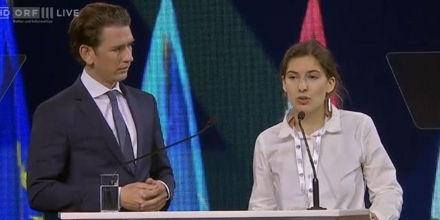 Umweltaktivistin Lucia Steinwender neben Sebastian Kurz auf dem R20 World Summit