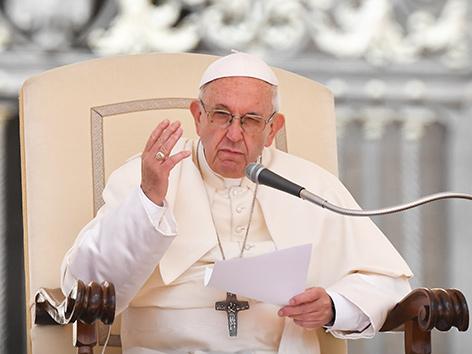 Papst Franziskus bei seiner Generalaudienz am Petersplatz