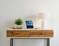Alexa - ein Device auf einem Tischchen