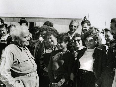 Ben Gurion begrüßt Einwanderer aus dem Irak