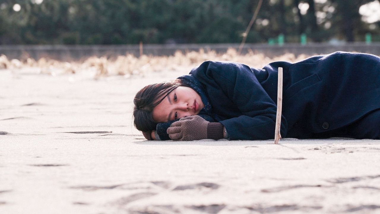 """Kim Min Hee in """"On the beach alone at night"""""""