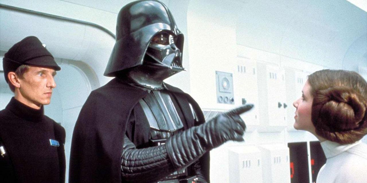 Darth Vader deutet mit dem Finger auf Princess Leia