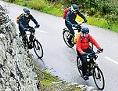 Radfahrer auf E-Trekking-Bikes