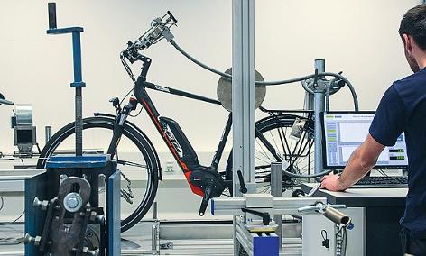 E-Trekking-Bike auf dem Prüfstand im Labor