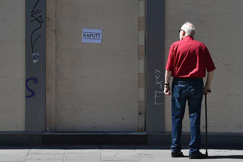 Alter Mann auf der Straße