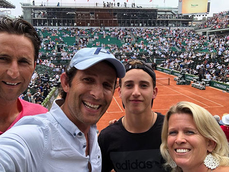 Tom Walek mit der Familie von Dominic Thiem in Paris