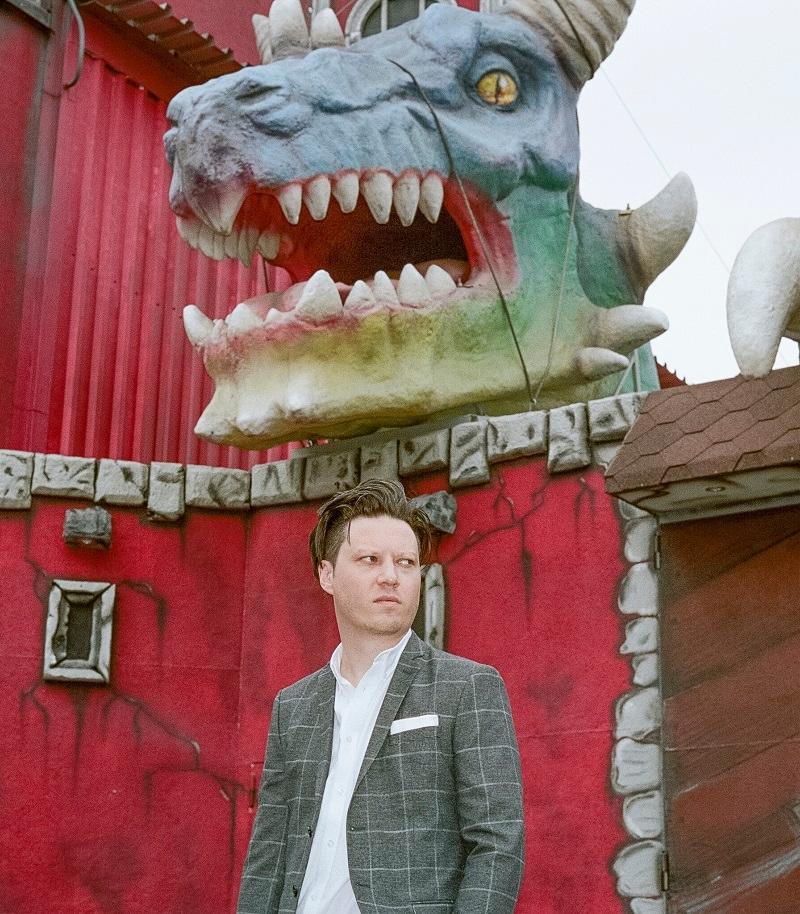Konstantin Gropper von Get Well Son im Wiener Prater unter einem Drachen