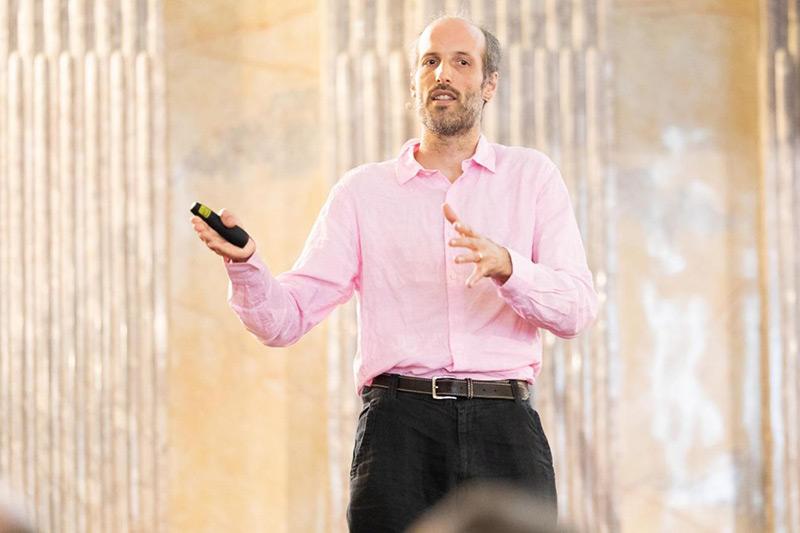 Mathematiker Martin Hairer bei einem Vortrag
