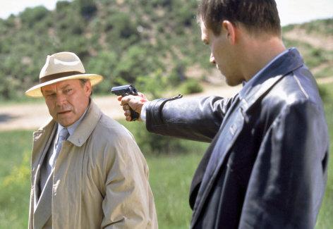 Im Visier des Bösen (2/2)    Originaltitel: (DEU/FRA/ITA 2002), Regie: Giacomo Battiato.