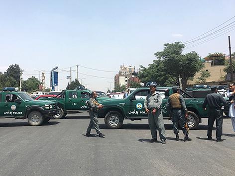 Sicherheitskräfte am Ort des Anschlags in Kabul, Afghanistan