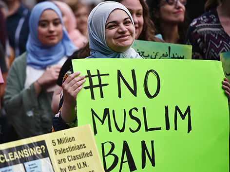 """Demonstration gegen Donald Trumps """"Muslim Ban"""" vor dem Weißen Haus"""