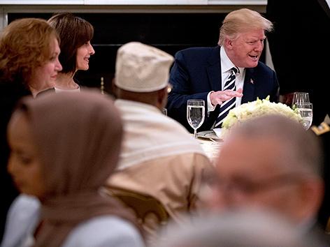 Donald Trump beim Fastenbrechen mit Muslimevertretern