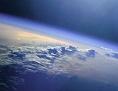 Aufnahme aus dem Weltraum: die Atmosphäre der Erde