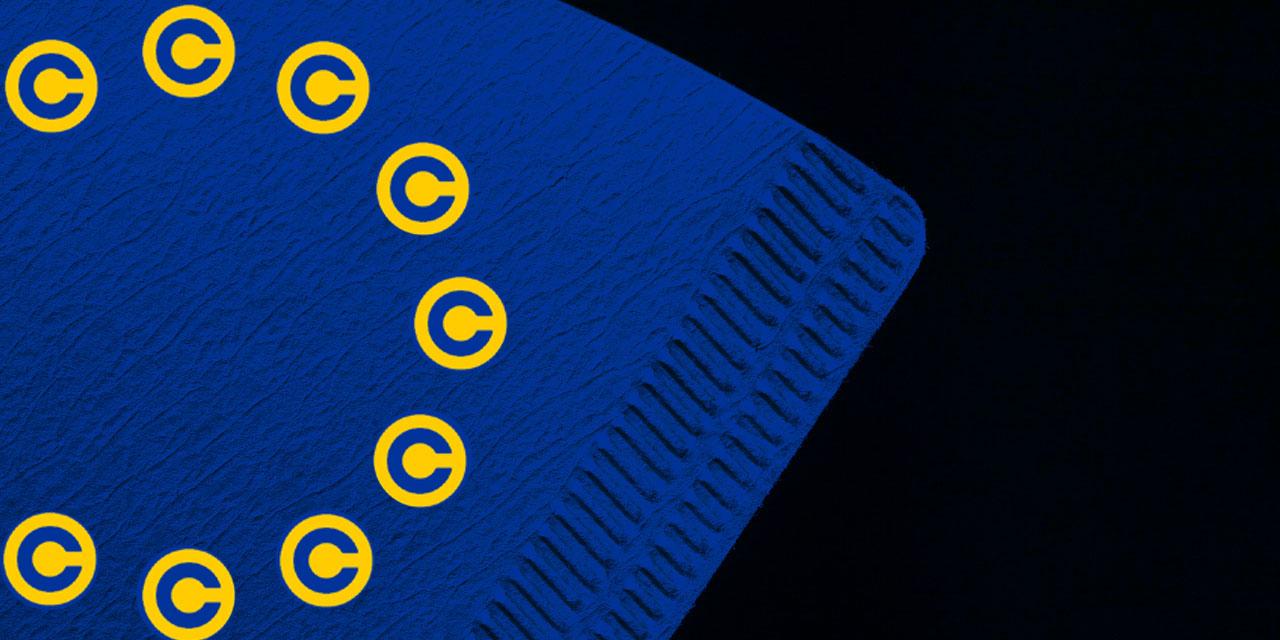 Kaffeefilter mit Copyrightzeichen in der der EU-Fahne bedruckt