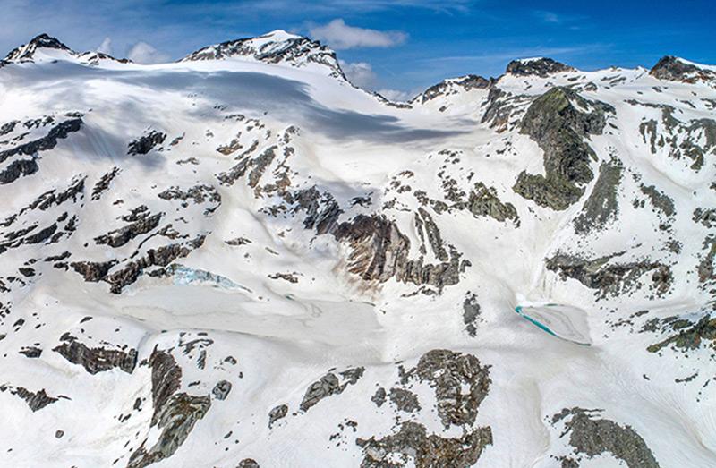 Trotz unterdurchschnittlicher Winterschneemenge war das Stubacher Sonnblickkees am 28.5.2018 noch zum größten Teil schneebedeckt. Am 12.6. waren schon Teile der Gletscherzunge schneefrei.
