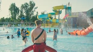Sommer, Sonne, Pool, Schwimmbad und Ferien.