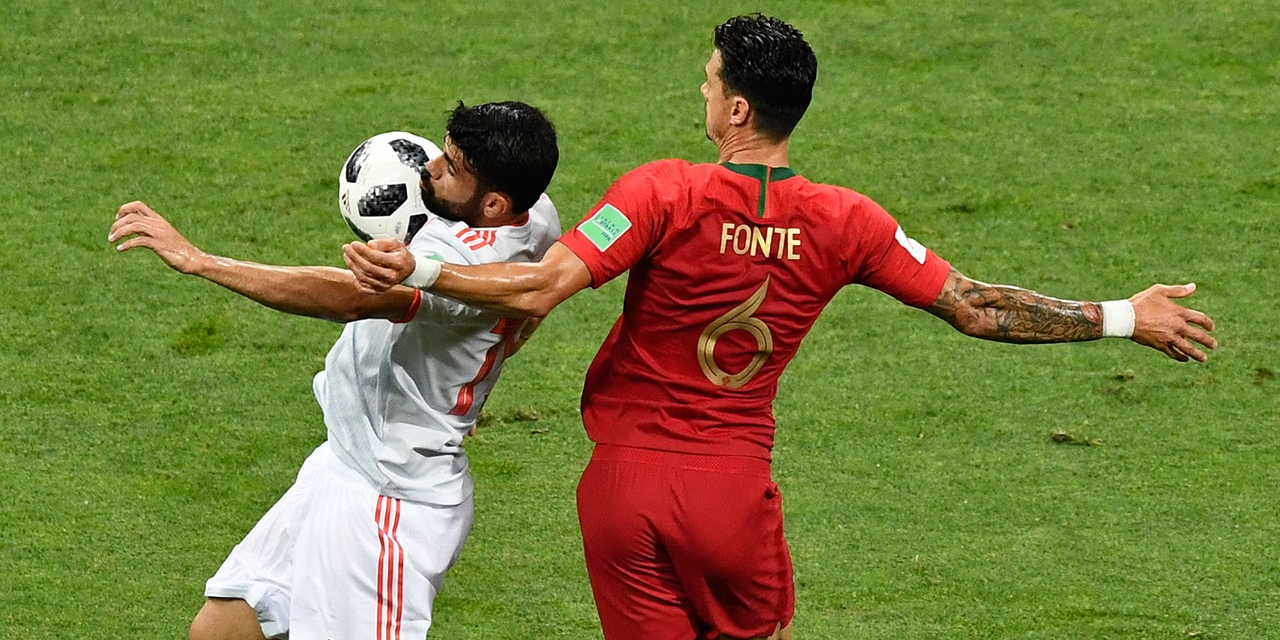Spain's forward Diego Costa (L) vies with Portugal's defender Jose Fonte