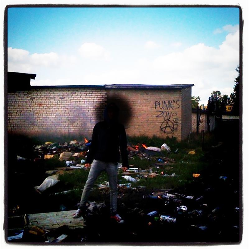 Insta-Foto von einem Punk, Gesicht verdeckt