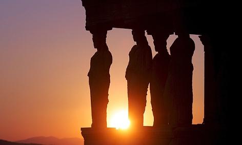 Die antiken Statuen von Karyatis im Erehtheio der Akropolis in Athen