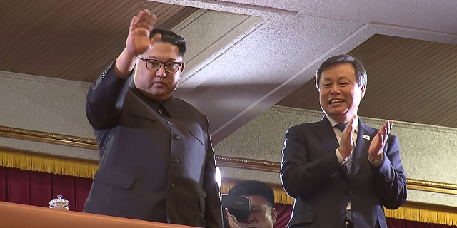 Kim Jong Un (L) and South Korea' s Culture, Sports and Tourism Minister Do Jong- whan (R) during a rare concert by South Korean musicians in Pyongyang on April 1, 2018