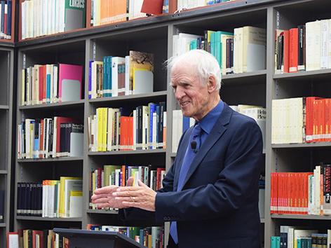 Der Philosoph Charles Taylor bei einem Vortrag