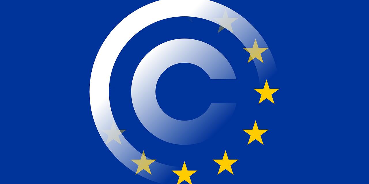 EU-Fahne verwebt mit Copyright-Zeichen