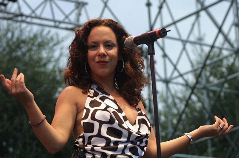 Bebel Gilberto 2001