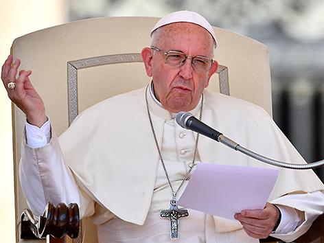 Papst Franziskus bei der Generalaudienz auf dem Petersplatz