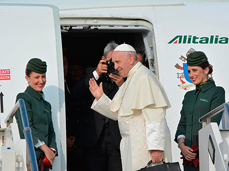 Papst Franziskus auf dem Weg in die Schweiz