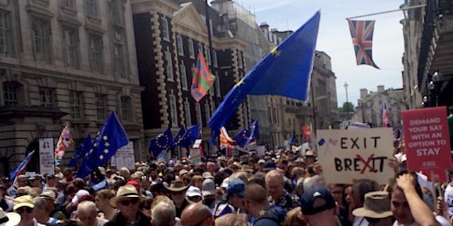 Massen auf der Pall Mall