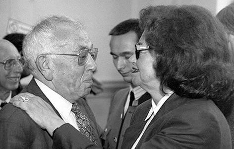 Erika Weinzierl mit Leon Zelman, dem Gründer des  Jewish Welcome Service Vienna,  1995