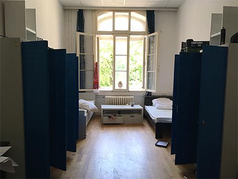 Ein Zimmer im Flüchtlingsheim St. Gabriel in Maria Enzersdorf