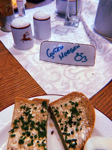 Frühstückstick mit netter Begrüßung