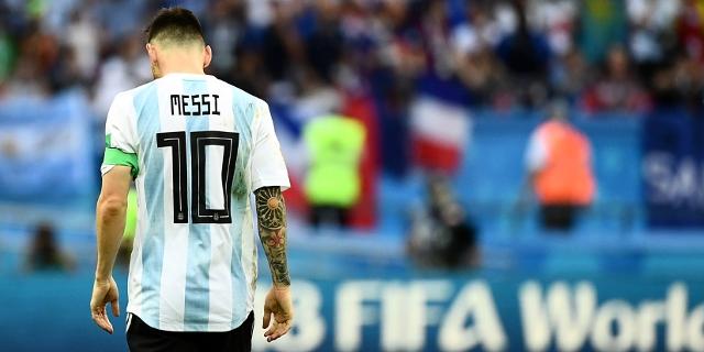 Lionel Messi mit hängendem Kopf