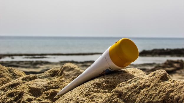 Sonnencreme an Strand