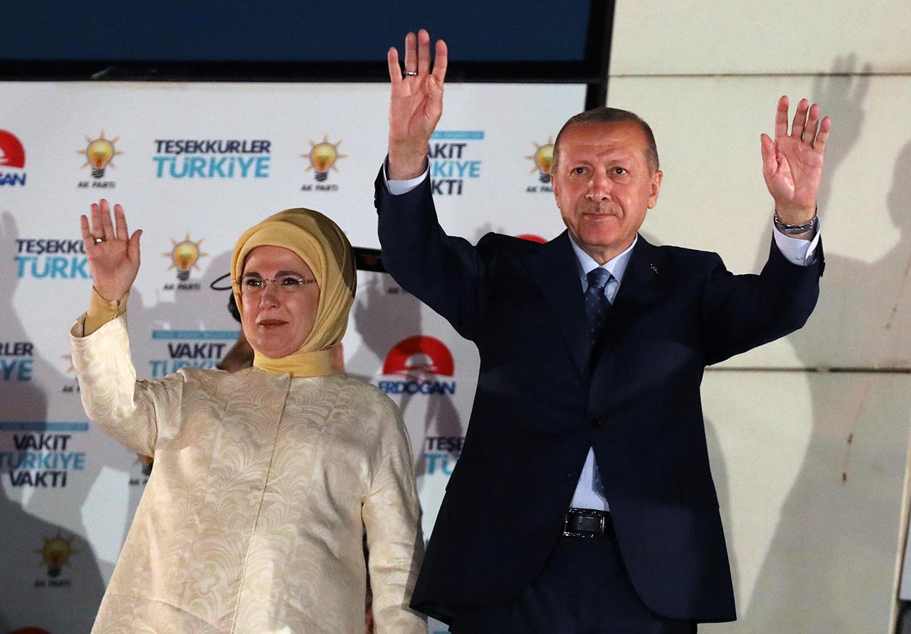 Erdogan feiert mit seiner Frau