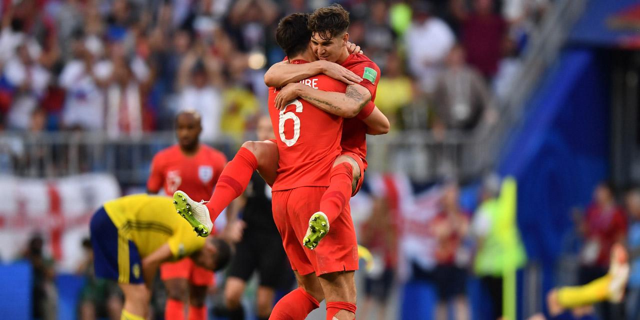 Englische Fußballspieler jubeln