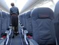 leere Sitzreihen einer Boeing
