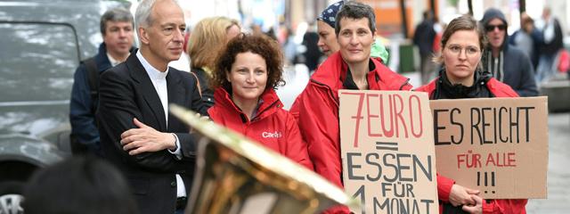 """Caritas-Direktor Michael Landau (l.) am Donnerstag, 28. Juni 2018, anlässlich des 12 Stunden-Aktionstags """"Stimmen gegen Hunger"""" in Wien"""