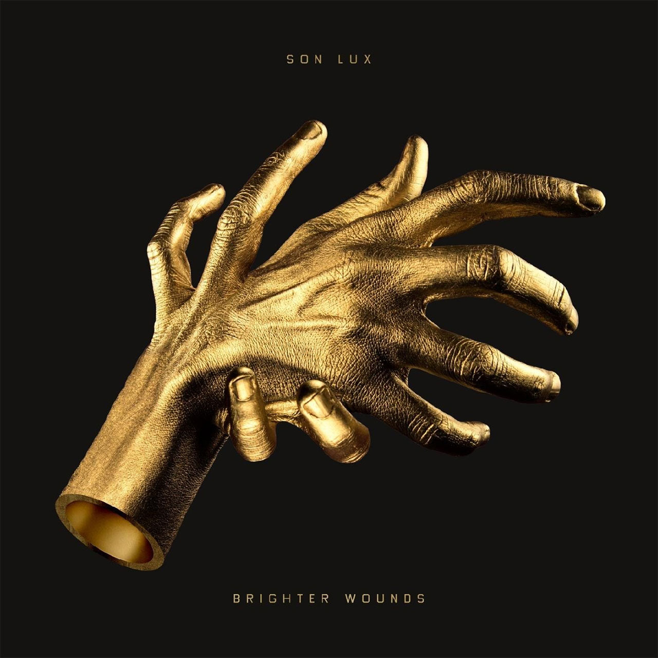 Albumcover mit vergoldeten Händen