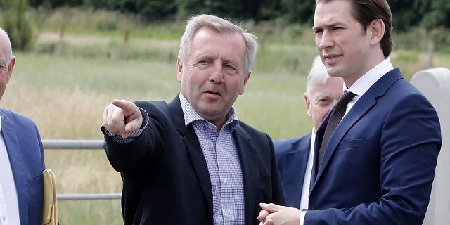 Bundeskanzler Sebastian Kurz und der irische Landwirtschaftsminister Michael Creed am Montag, 9. Juli 2018, bei einem Besuch der Grenzgebiets zu Nordirland bei Ravensdale.