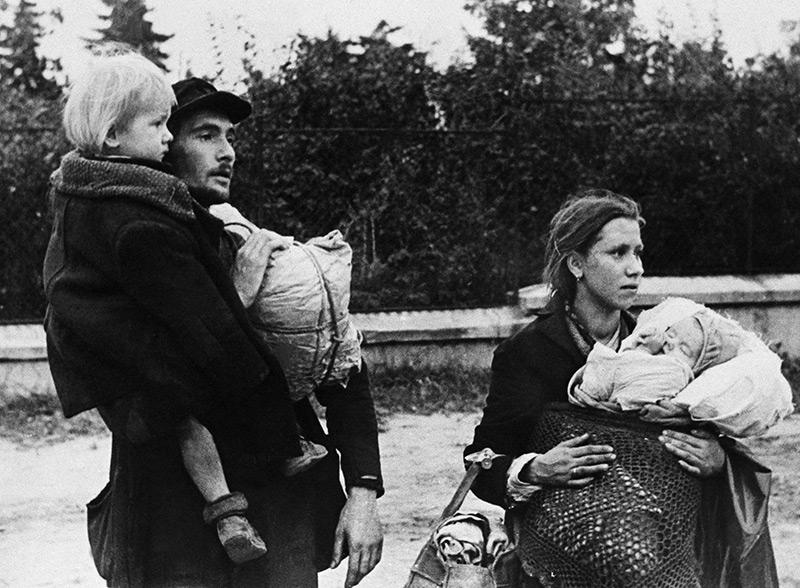 Familie mit Kindern: polnische Zivilisten im Jahr 1944