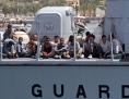 Guardia di Finanza Boot mit Flüchtlingen