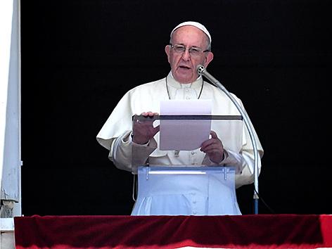 Papst Franziskus beim Angelusgebet