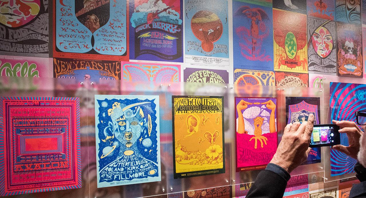 Psychedelic Rock Poster in einer Ausstellung